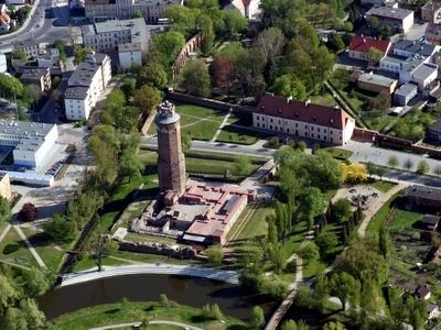 Brodnica z lotu ptaka i ruiny zamku krzyżackiego w Brodnicy