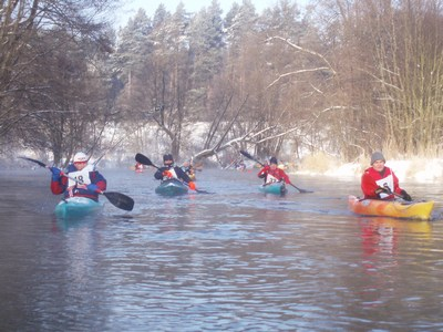 Zimowe spływy inauguracja sezonu na Brdzie rzeka Brda