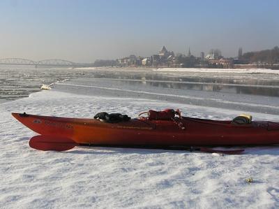 Kajakiem na Wiśle rzeka Wisła spływ kajakowy zima Toruń