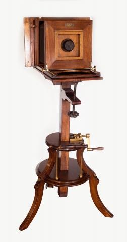 Aparat fotograficzny studyjny na drewniany statywie, wyk. R. A. Goldman, Wiedeń, Austro-Węgry pocz. XX w.
